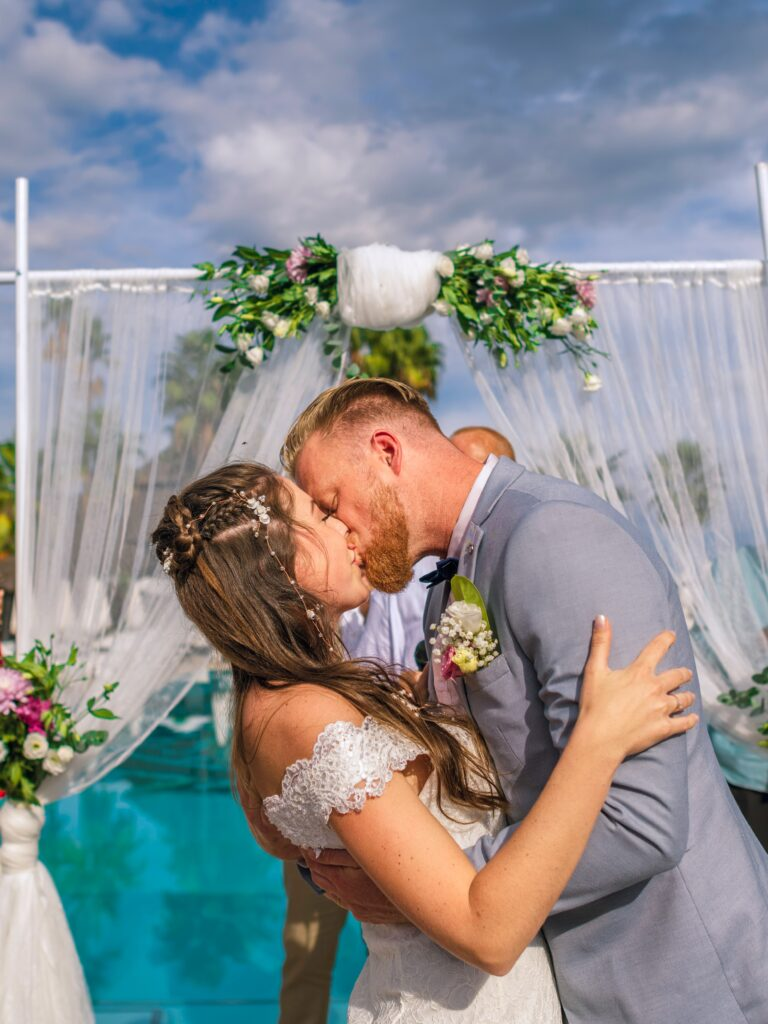 THE IMPORTANCE OF WEDDING DJ's AND PHOTOGRAPHERS WORKING TOGETHER